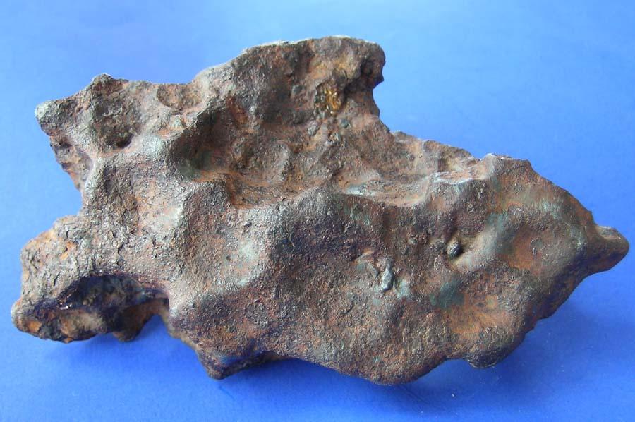 Glorietta Mountain - pallasyt. Ładny przykład meteorytu żelazno-kamiennego, z nieźle wyeksponowanymi regmagliptami. Źródło zdjęcia:   http://www.meteoritehunter.com/