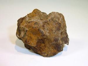 Lowicz - mezosyderyt. Mówiąc o meteorytach żelazno-kamiennych - nie można nie wspomnieć jedynego polskiego przedstawiciela - Łowicza. Ten okaz - pomimo, że dość mocno zwietrzały - wciąz posiada charakterystyczną strukturę powierzchi typową dla meteorytów.  Źródło zdjęcia:   http://www.polandmet.com/